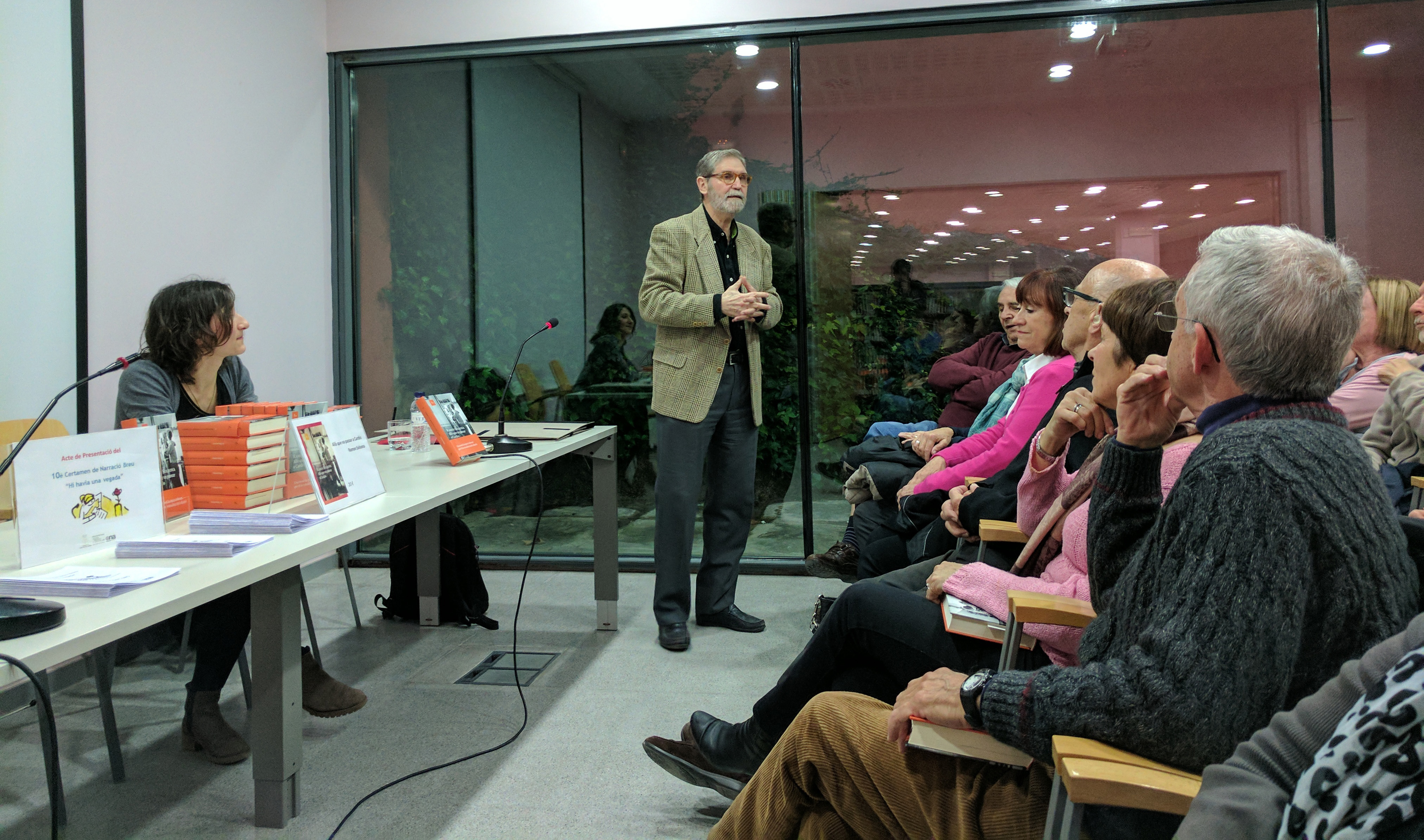 L'escriptor Ramon Solsona durant la xerrada